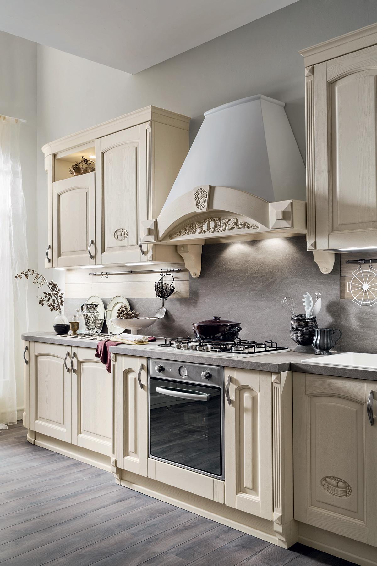 Ar-Tre   Barchessa - Cucina classica con anta ad arco.